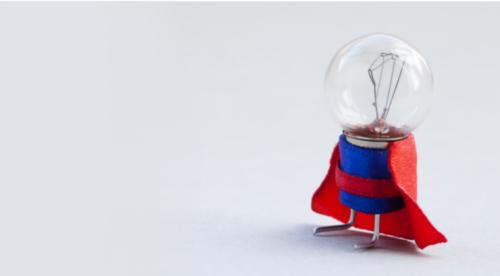 une ampoule avec un costume de super-héros
