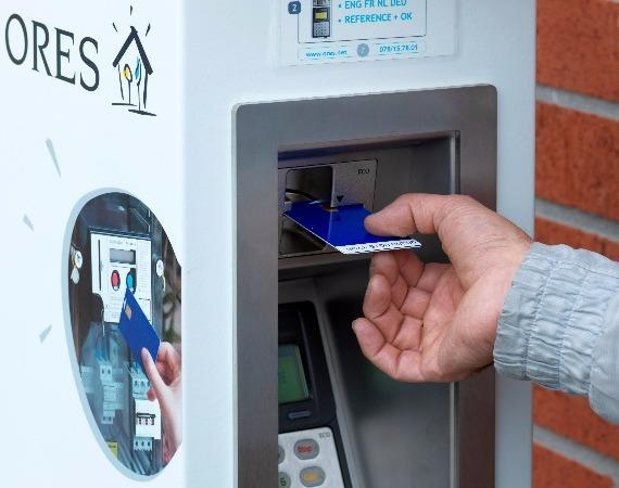 borne ORES de rechargement d'une carte de compteur à budget