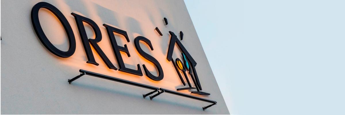 le logo ORES sur la façade d'un bâtiment